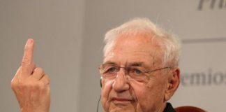 Frank Gehry saca el dedo