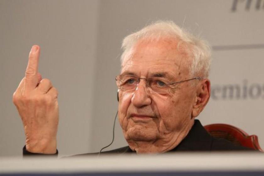Frank Gehry saca el dedo - arquitectura actual