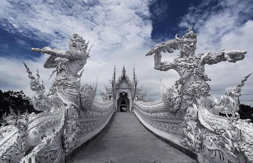 El Templo Blanco de Tailandia que parece que se ha caido del cielo 13