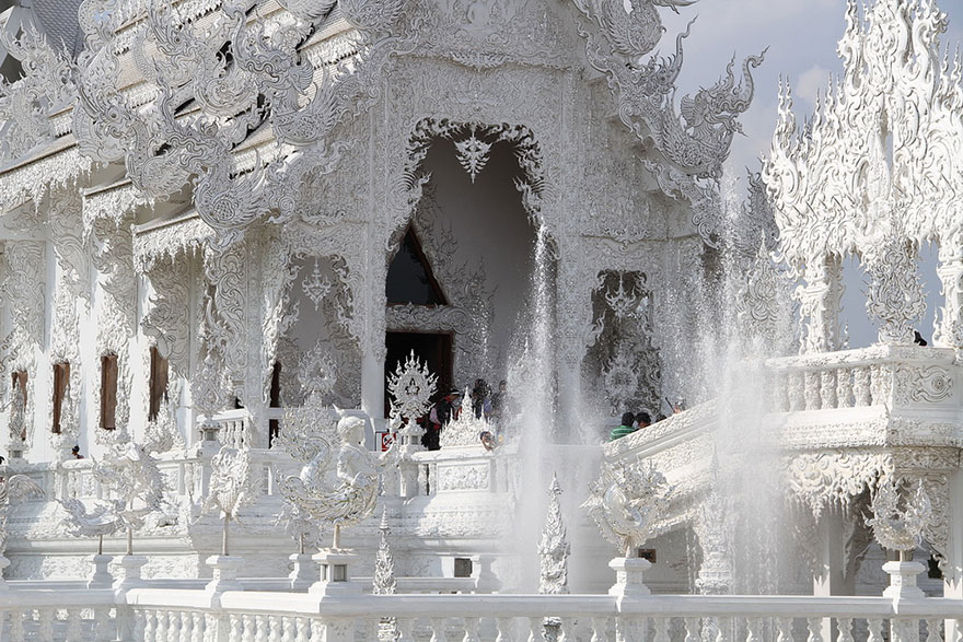 El Templo Blanco de Tailandia que parece que se ha caido del cielo 8