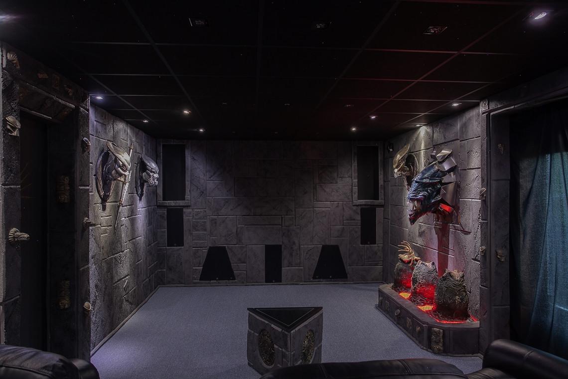 Un apasionado del cine construye su casa como homenaje 12