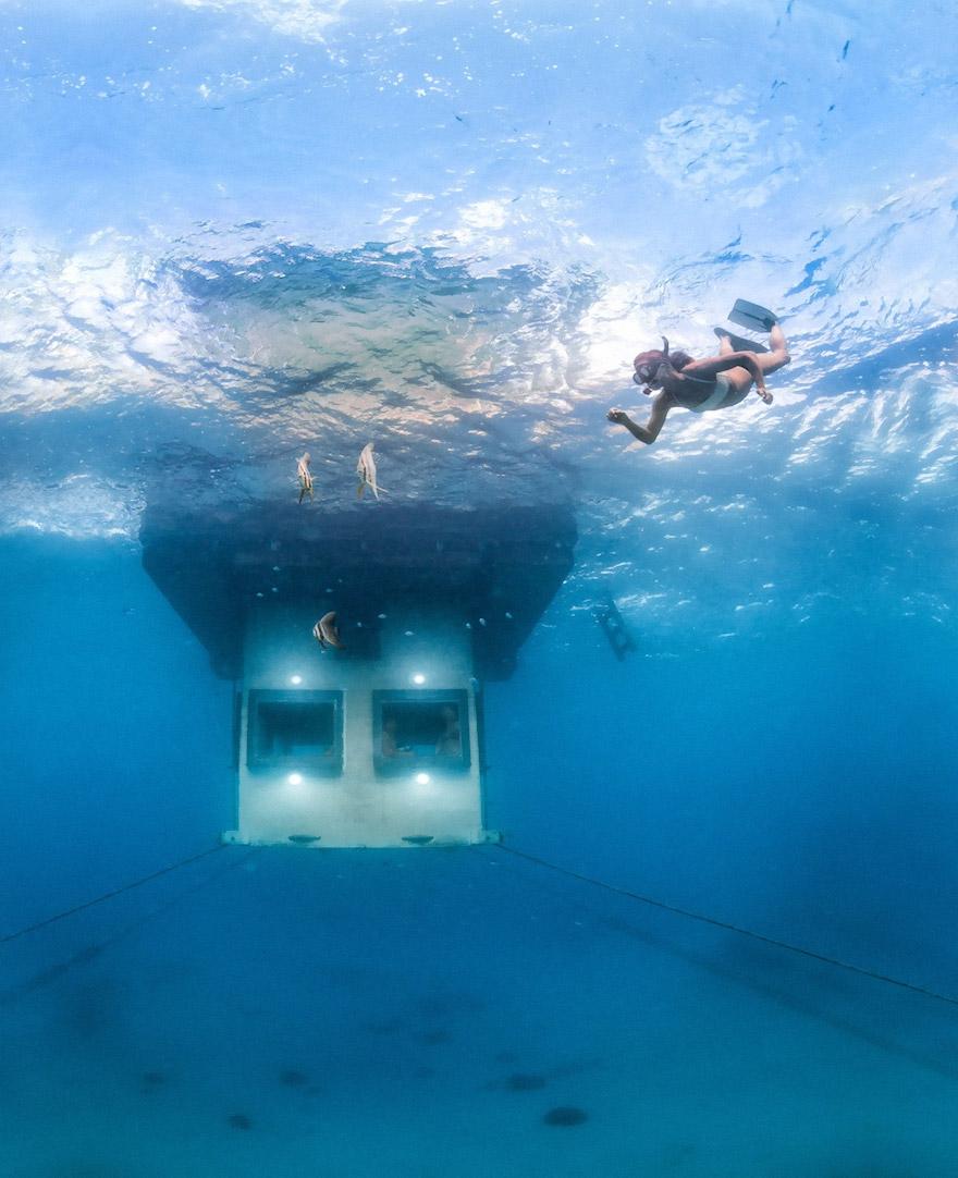 Un hotel flotante en Zanzibar que te permite dormir junto a los peces 2