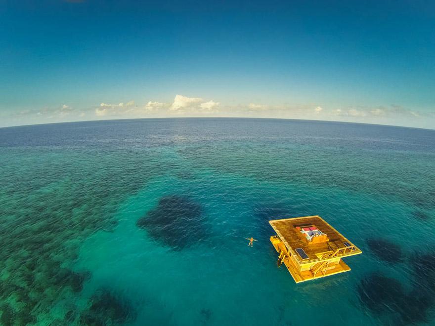 Un hotel flotante en Zanzibar que te permite dormir junto a los peces 7