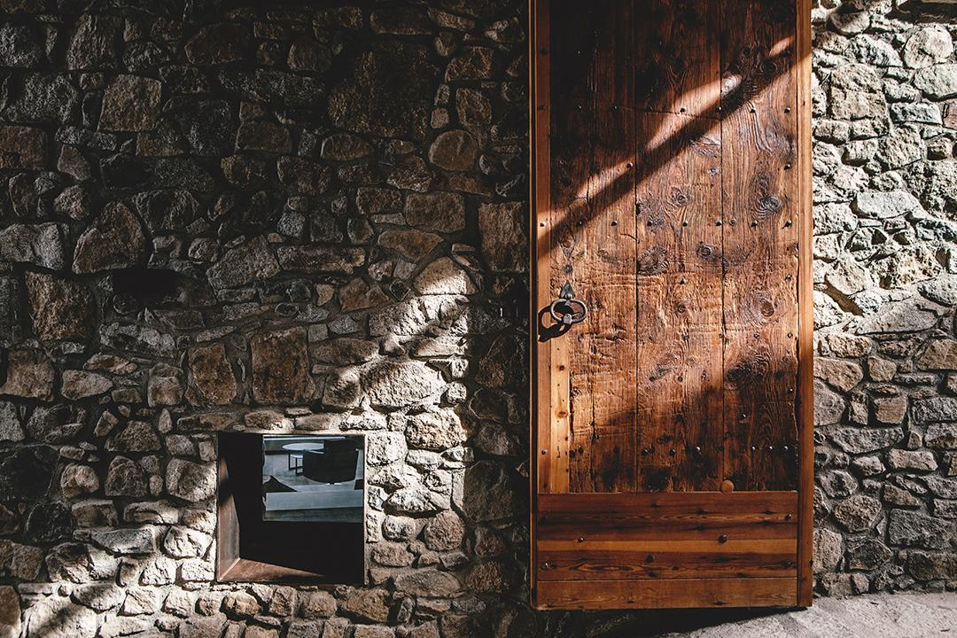 puerta entrada casa rural