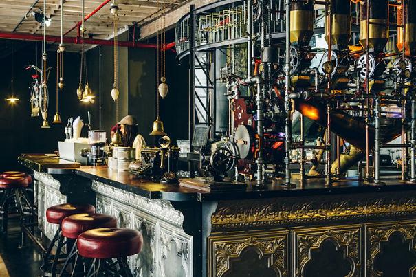 Alucinante decoracion steampunk en una cafetería de Sudafrica 2