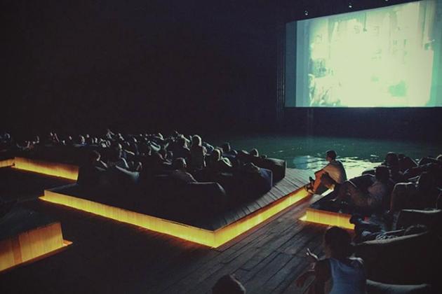 El cine que flota en el agua ya es una realidad 4