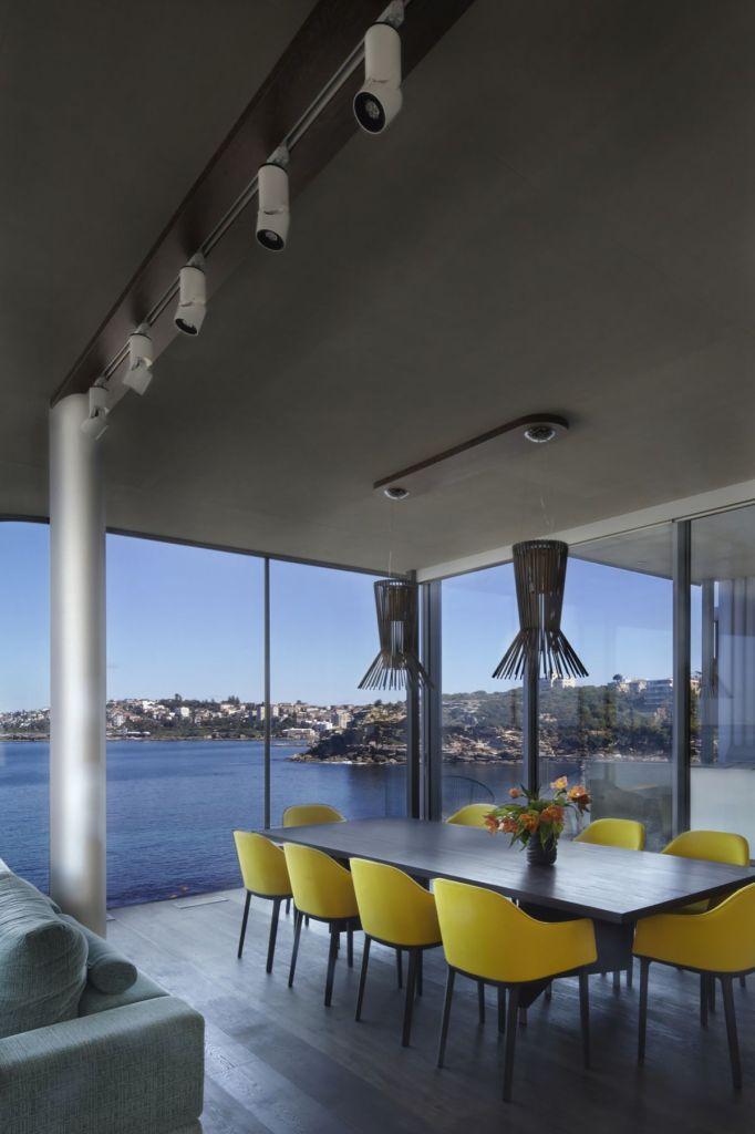 Esta casa frente al mar aprovecha su diseño moderno para adaptarse al paisaje 10