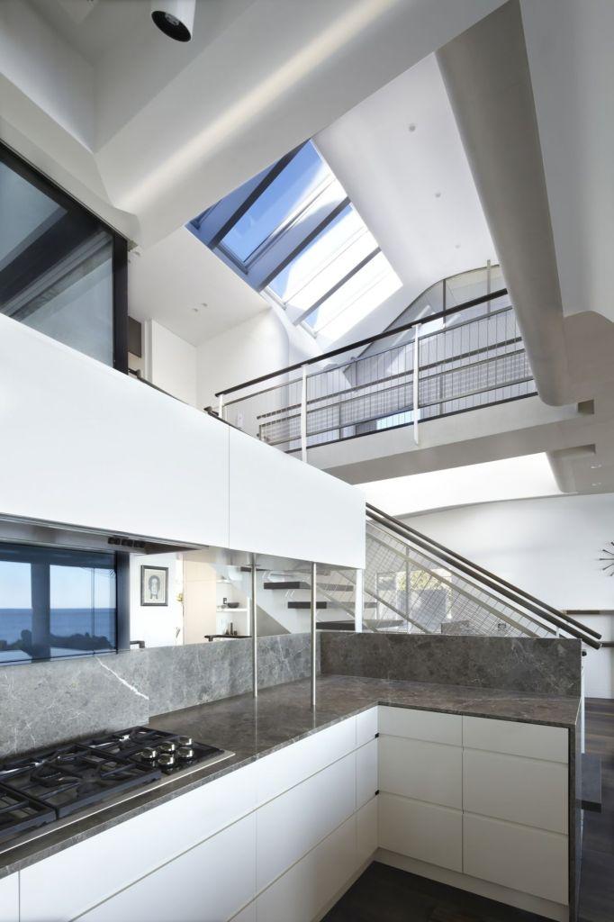 Esta casa frente al mar aprovecha su diseño moderno para adaptarse al paisaje 3