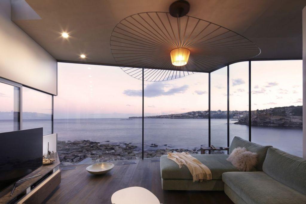 Esta casa frente al mar aprovecha su diseño moderno para adaptarse al paisaje 7