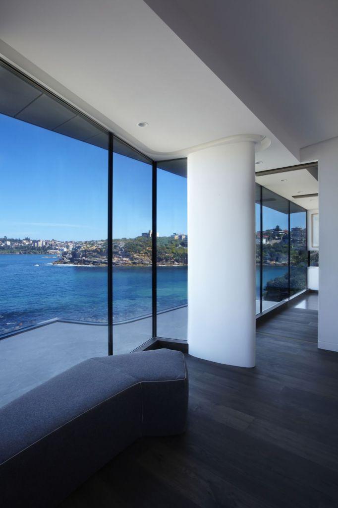 Esta casa frente al mar aprovecha su diseño moderno para adaptarse al paisaje 8