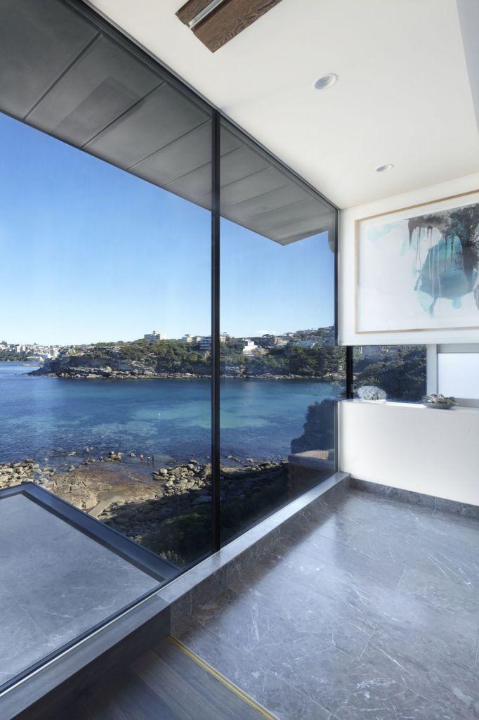 Esta casa frente al mar aprovecha su diseño moderno para adaptarse al paisaje 9