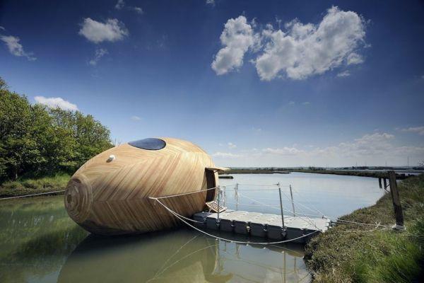 Exbury Egg, la casa con forma de huevo que flota y que sirve como centro de investigación 1