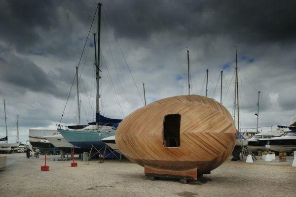 Exbury Egg, la casa con forma de huevo que flota y que sirve como centro de investigación 2