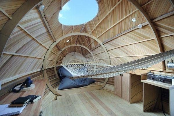 Exbury Egg, la casa con forma de huevo que flota y que sirve como centro de investigación 4