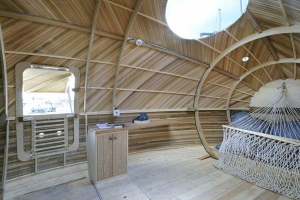 Exbury Egg, la casa con forma de huevo que flota y que sirve como centro de investigación 6
