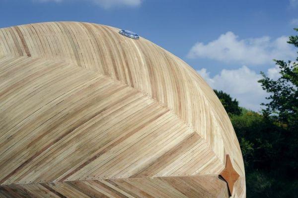 Exbury Egg, la casa con forma de huevo que flota y que sirve como centro de investigación 8