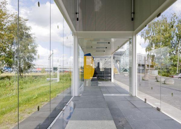 Increíble estación de tren de Holanda hecha con contenedores 4
