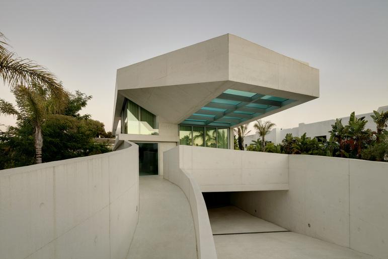 Jellyfish House, espectacular residencia con terraza en la azotea y piscina infinita 1