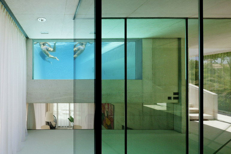 Jellyfish House, espectacular residencia con terraza en la azotea y piscina infinita 11