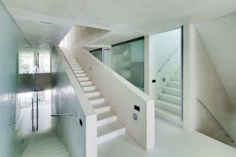 Jellyfish House, espectacular residencia con terraza en la azotea y piscina infinita 12