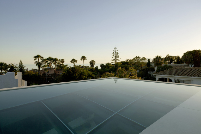 Jellyfish House, espectacular residencia con terraza en la azotea y piscina infinita 5