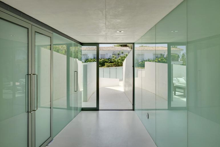 Jellyfish House, espectacular residencia con terraza en la azotea y piscina infinita 6