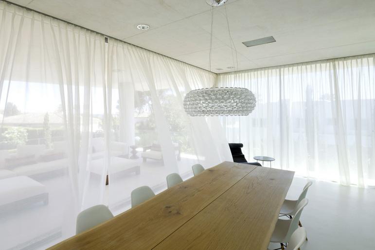 Jellyfish House, espectacular residencia con terraza en la azotea y piscina infinita 8