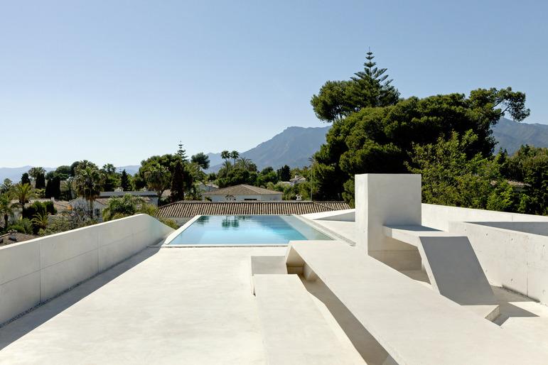 Jellyfish House, espectacular residencia con terraza en la azotea y piscina infinita 9