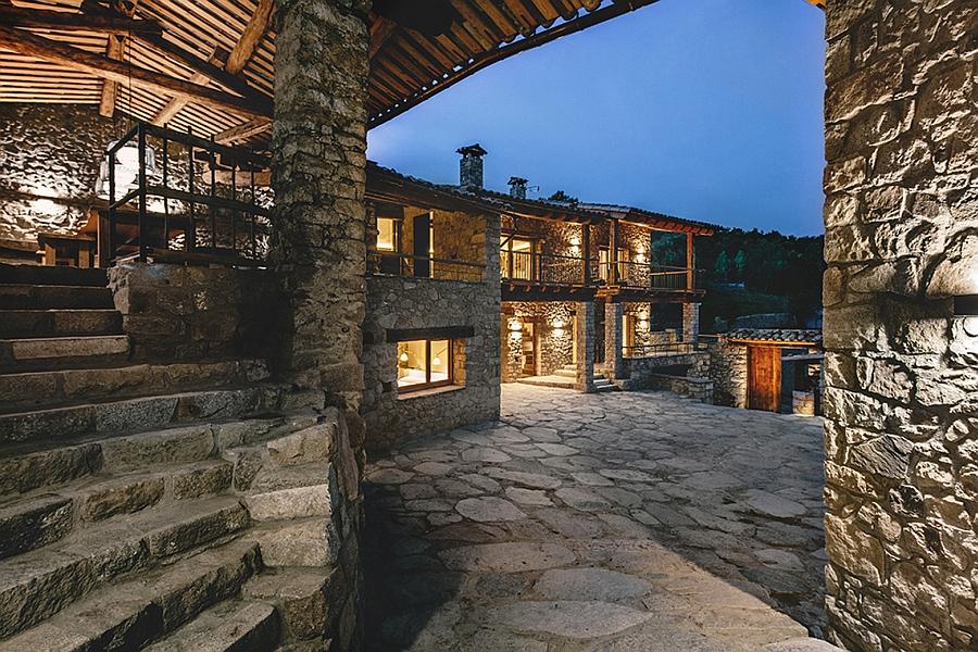 Masia espanola convertida en una casa moderna 14