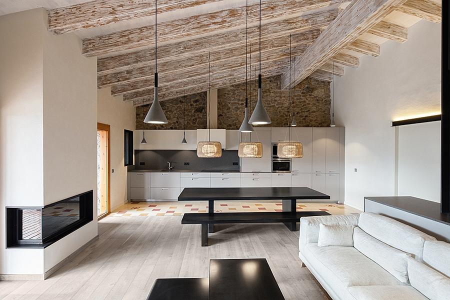 Masia espanola convertida en una casa moderna 3