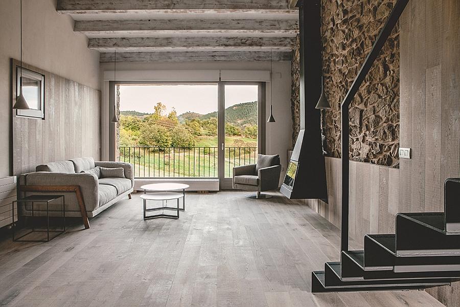 Masia espanola convertida en una casa moderna 4