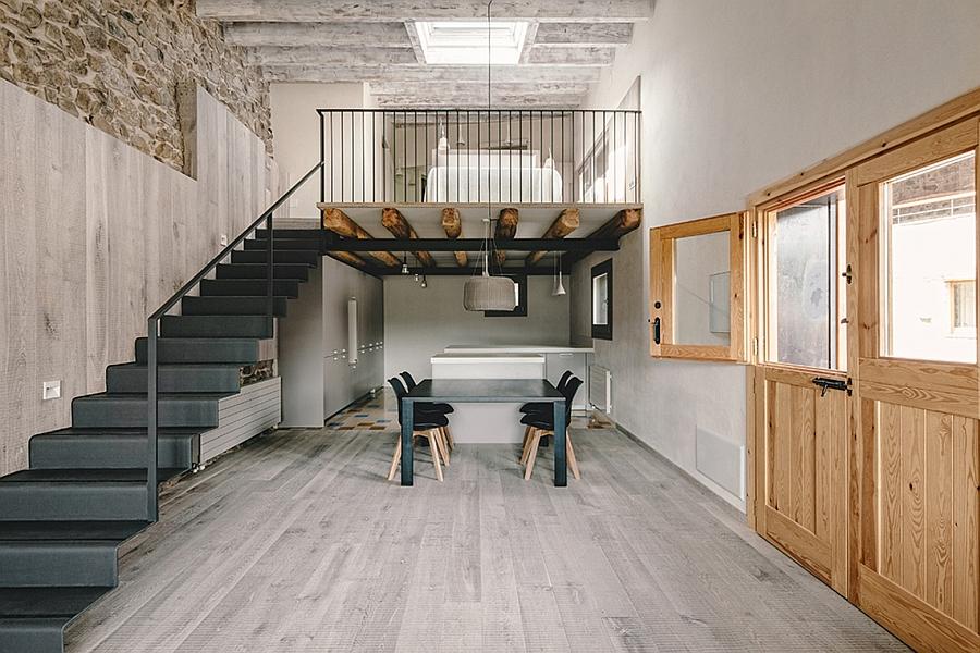 Masia espanola convertida en una casa moderna 5