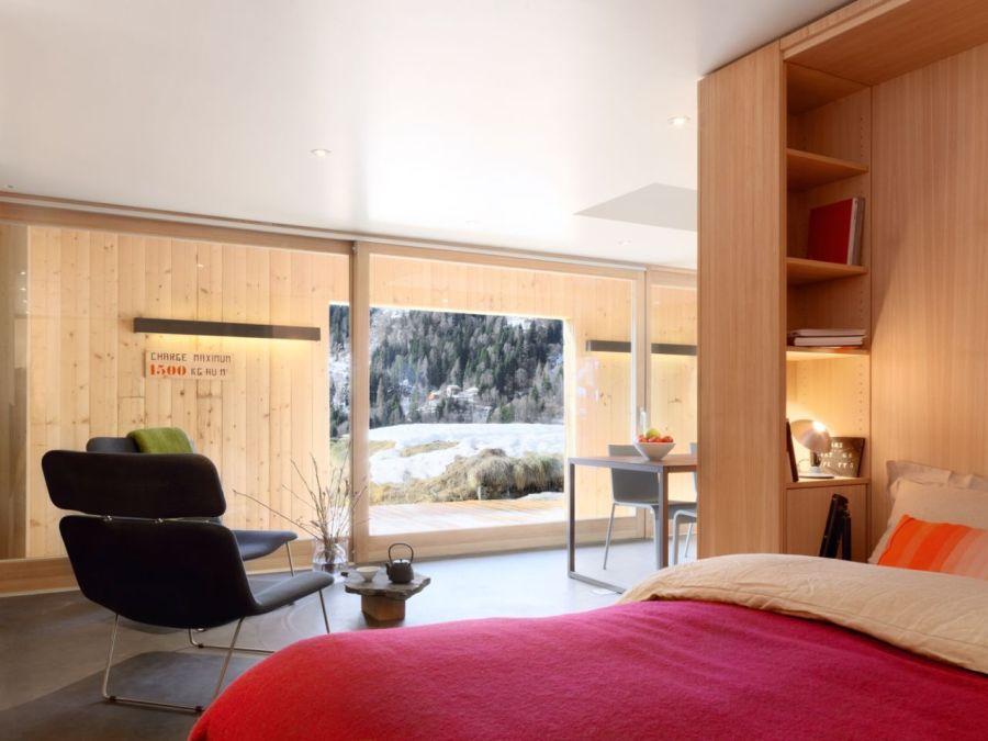 Refugio militar suizo convertido en una casa modernista alpina 1