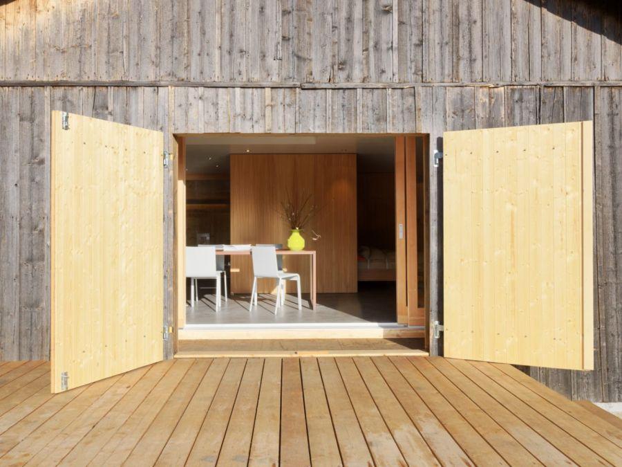 Refugio militar suizo convertido en una casa modernista alpina 14