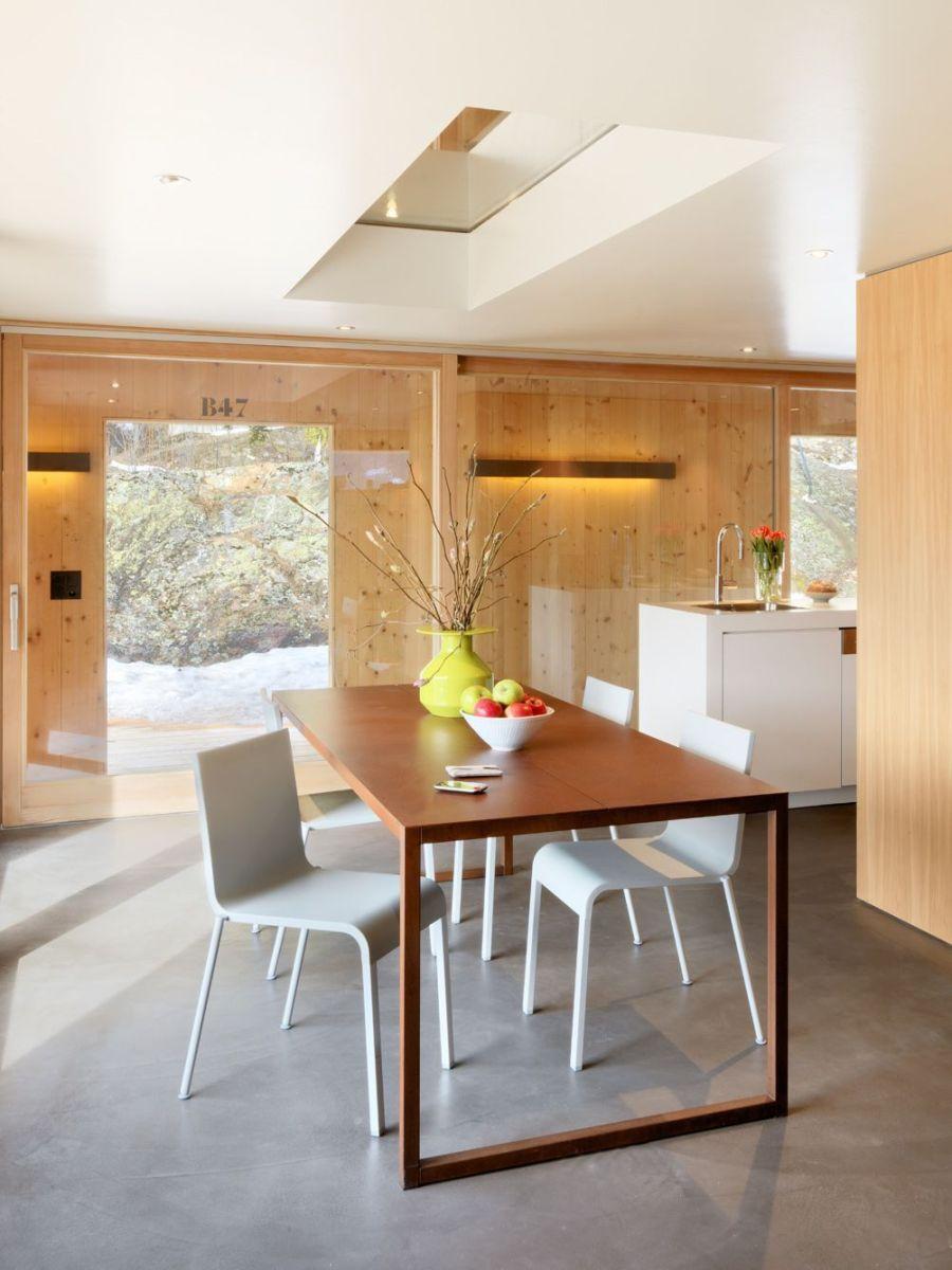 Refugio militar suizo convertido en una casa modernista alpina 5