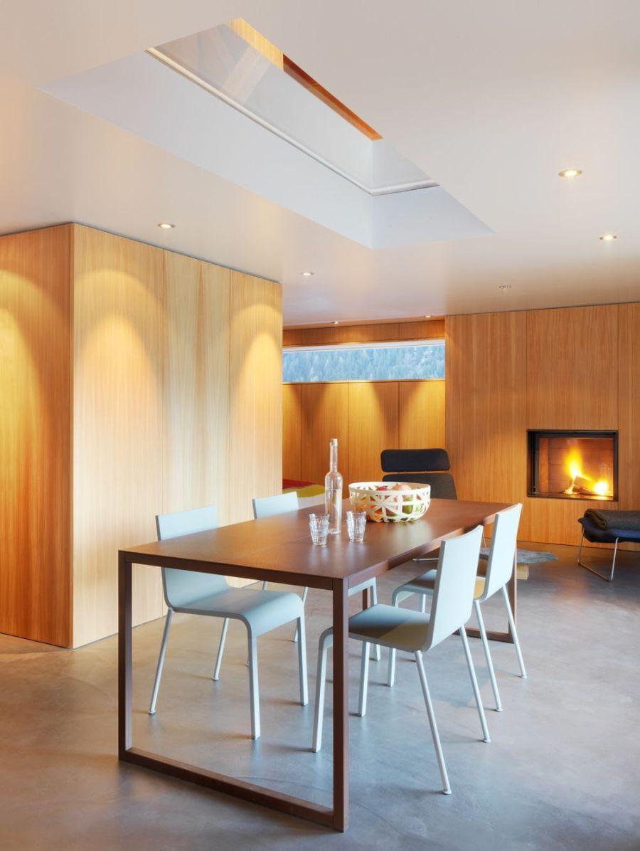 Refugio militar suizo convertido en una casa modernista alpina 7