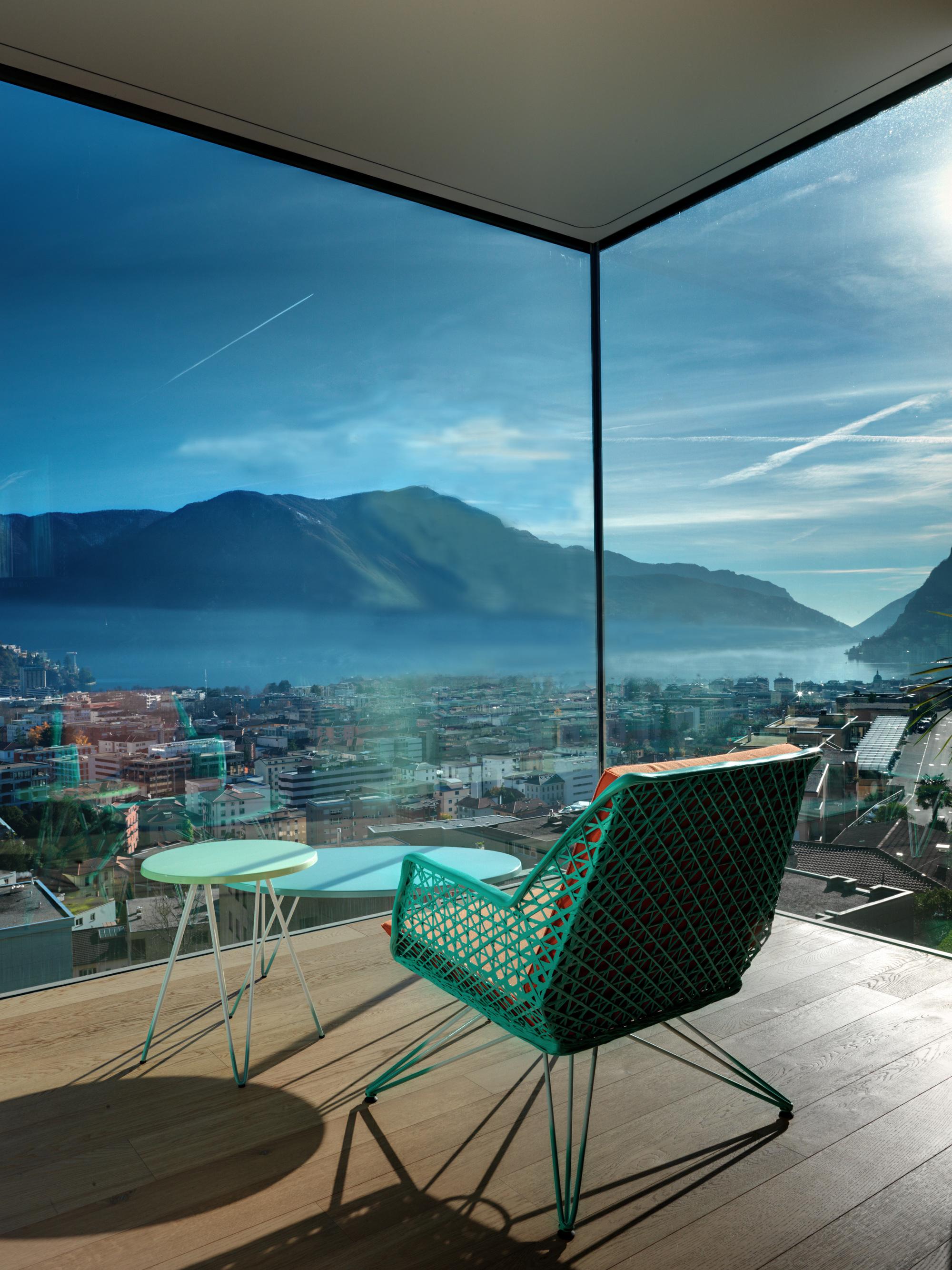 Urbanización de lujo con una fachada hecha de cubos de cristal 10