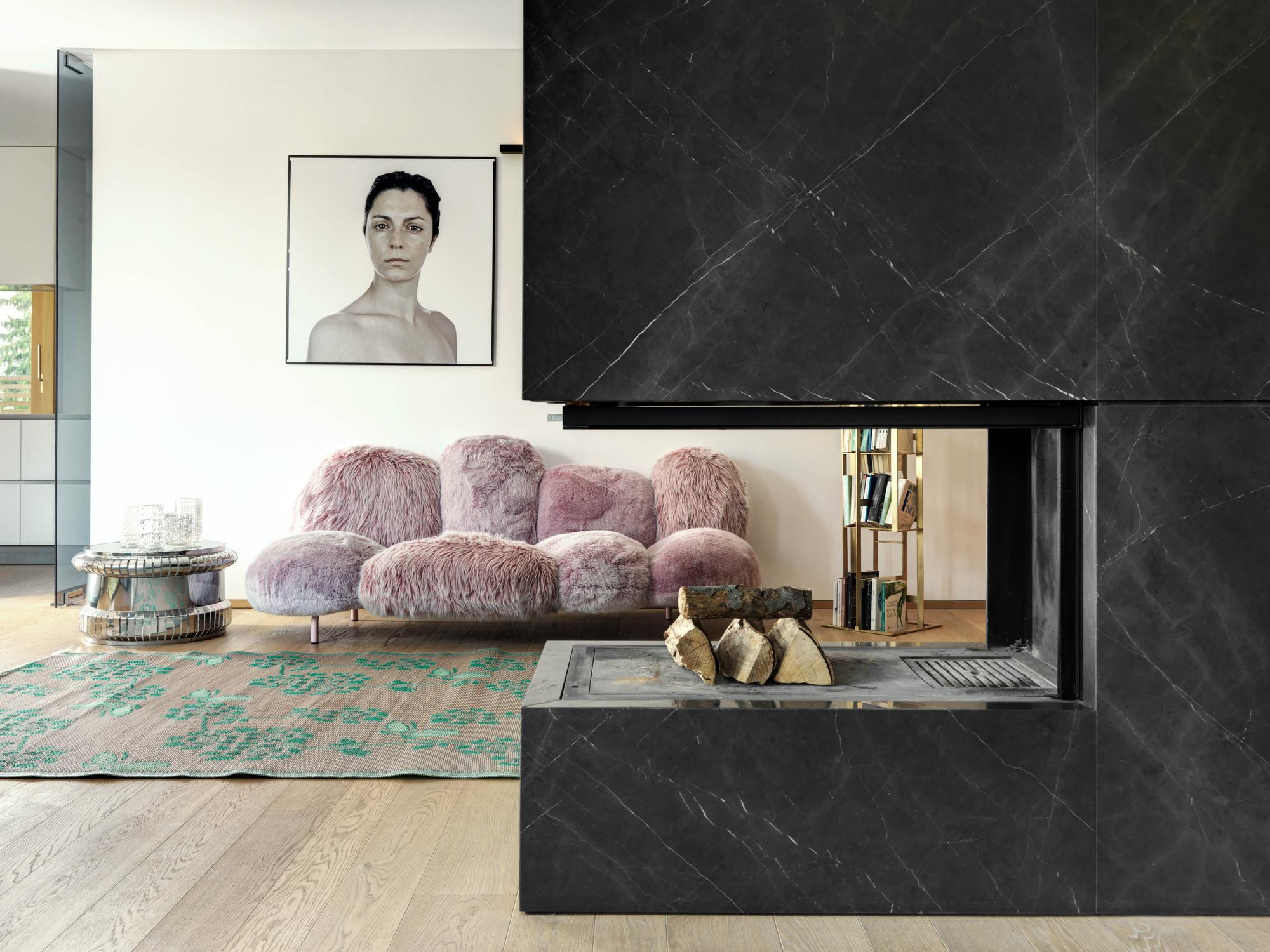 Urbanización de lujo con una fachada hecha de cubos de cristal 13