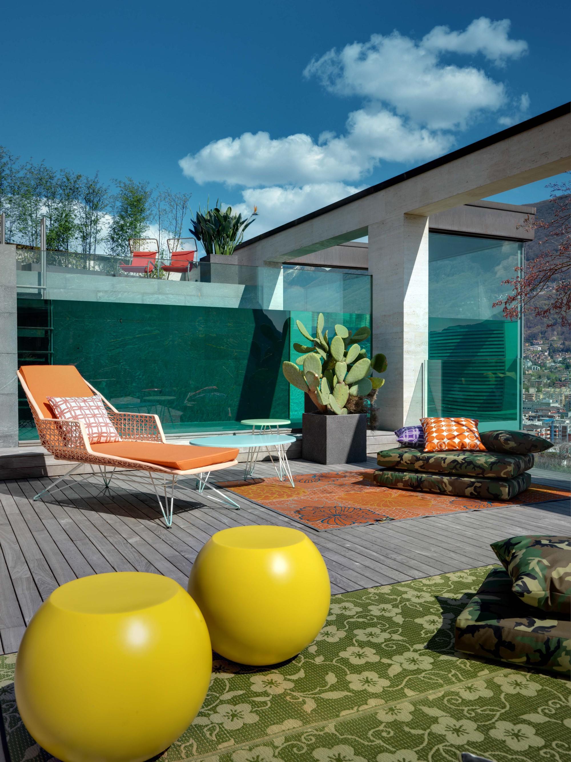 Urbanización de lujo con una fachada hecha de cubos de cristal 21