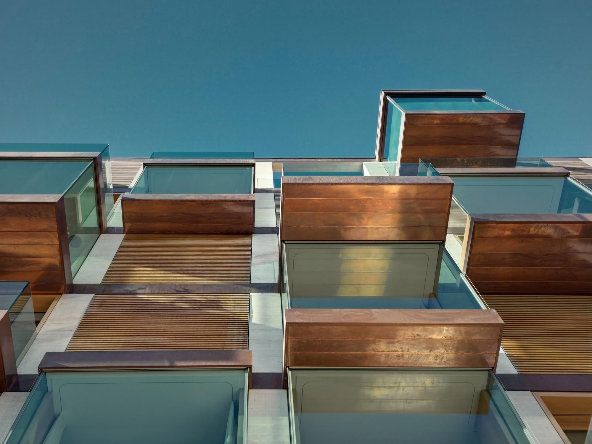 Urbanización de lujo con una fachada hecha de cubos de cristal 5