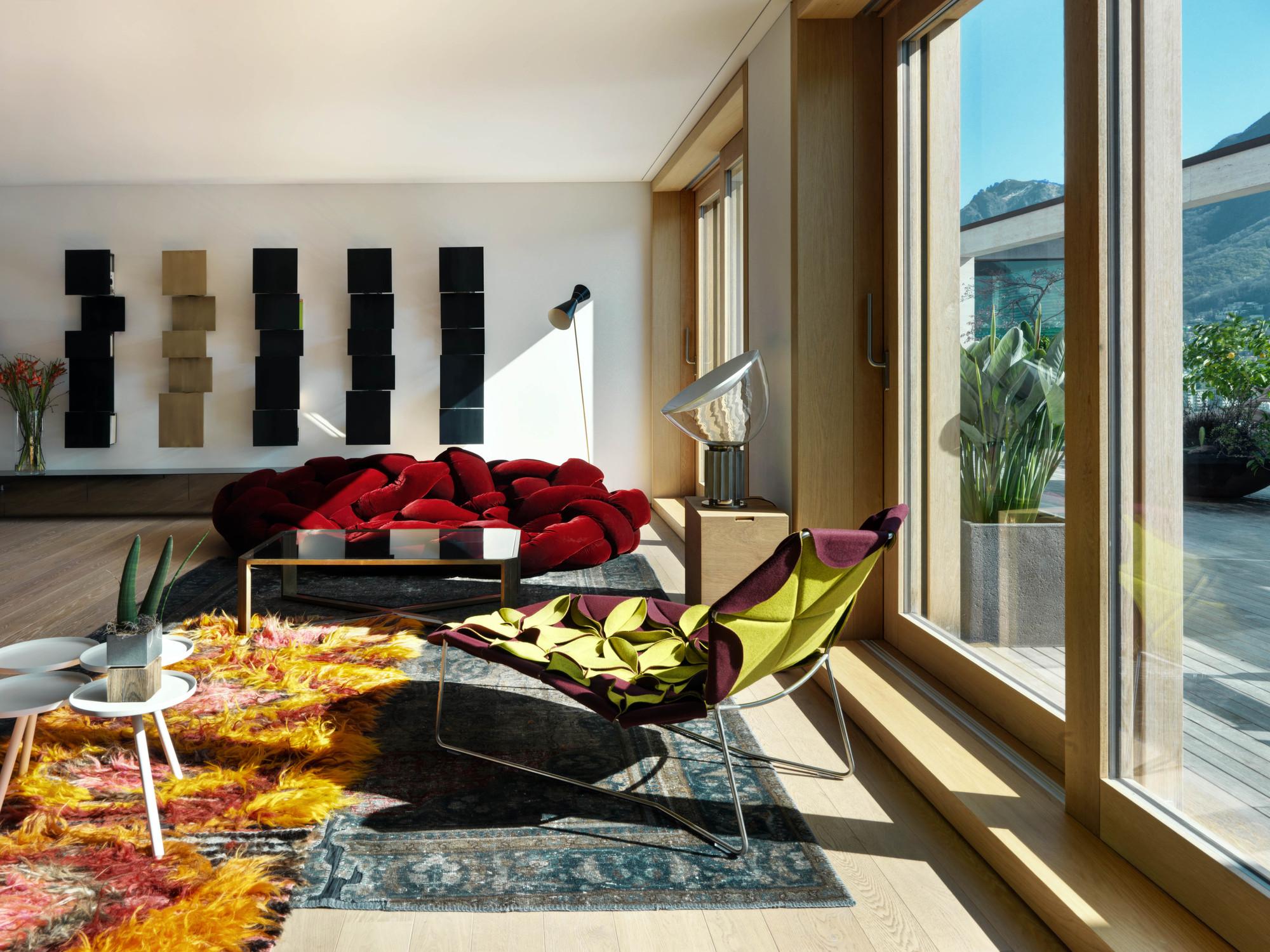 Urbanización de lujo con una fachada hecha de cubos de cristal 9