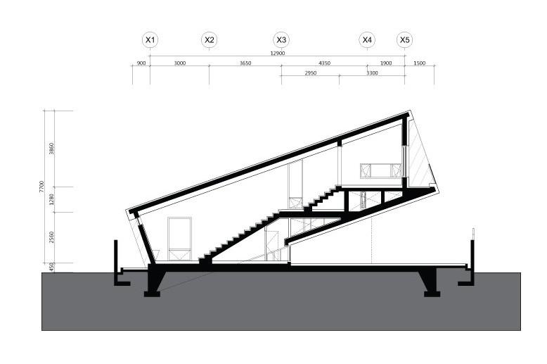 casa inclinada 15