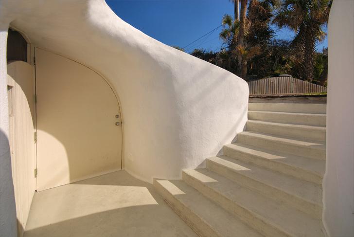 Cuando los huracanes atacan, la mejor solución es construirse una casa hobbit 3