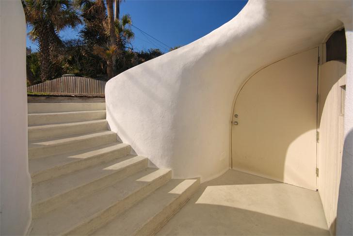 Cuando los huracanes atacan, la mejor solución es construirse una casa hobbit 4