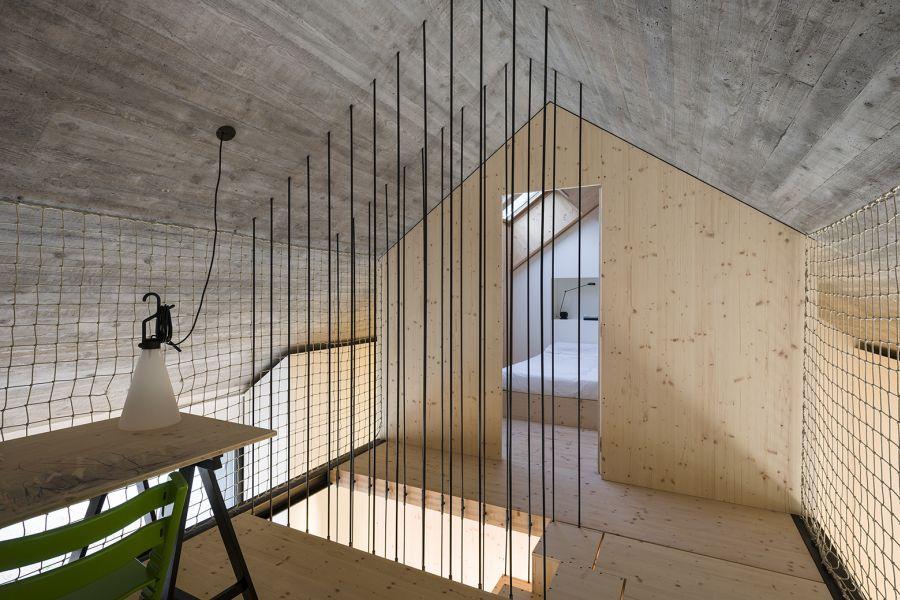 La arquitectura moderna y tradicional eslovena confluyen en esta casa compacta 11