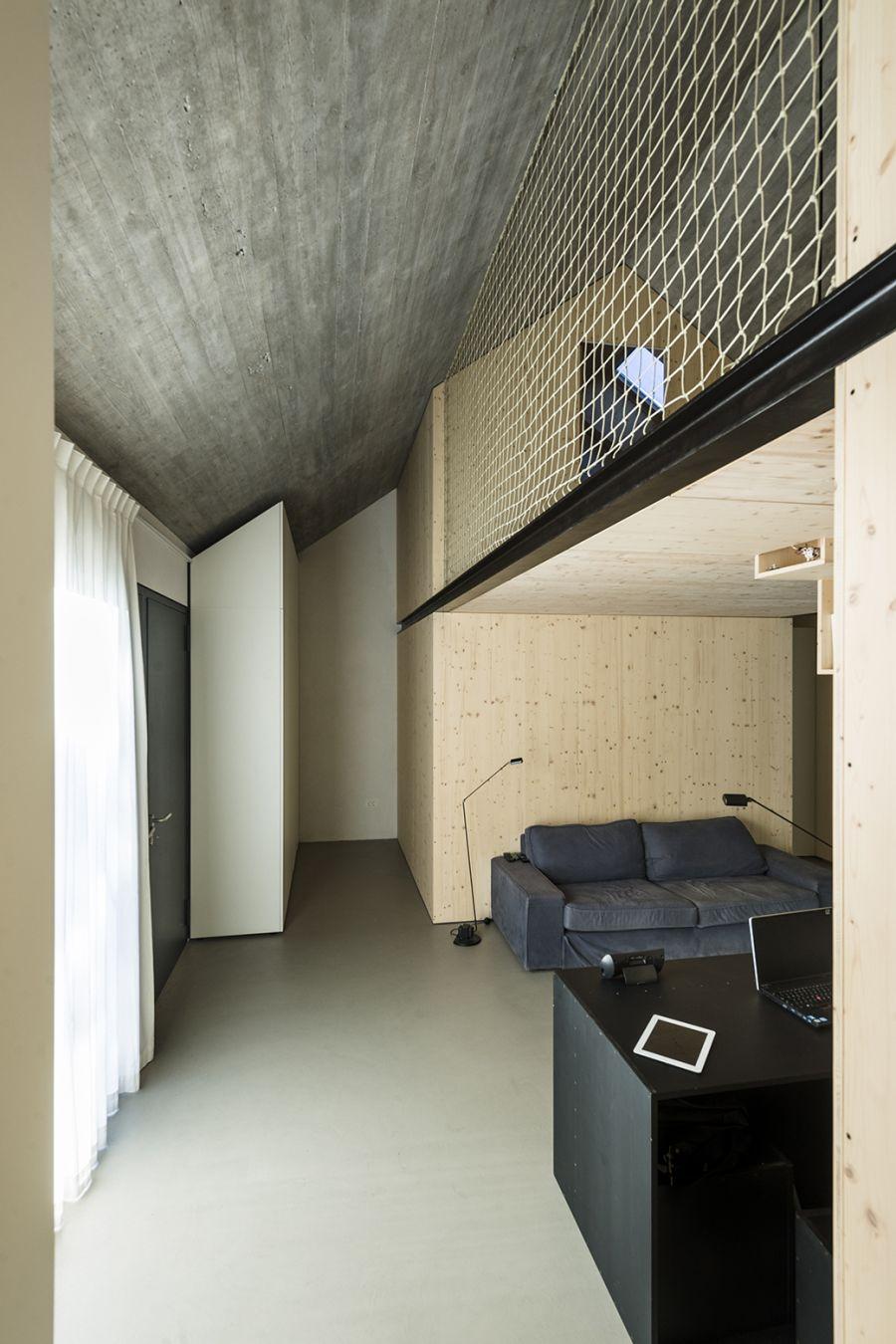 La arquitectura moderna y tradicional eslovena confluyen en esta casa compacta 21
