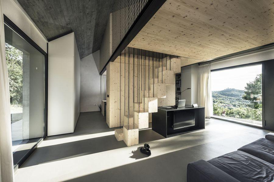 La arquitectura moderna y tradicional eslovena confluyen en esta casa compacta 23