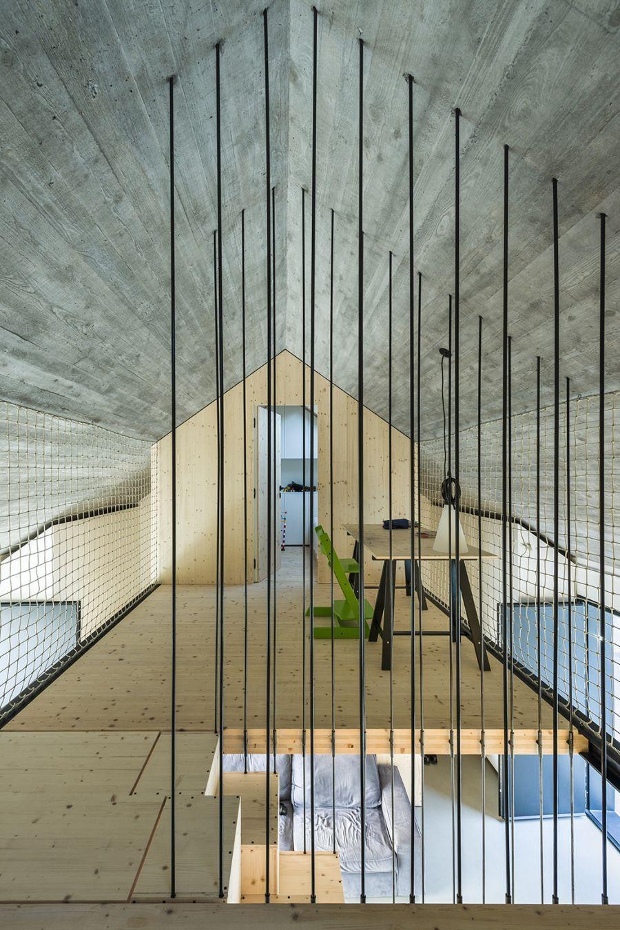 La arquitectura moderna y tradicional eslovena confluyen en esta casa compacta 9