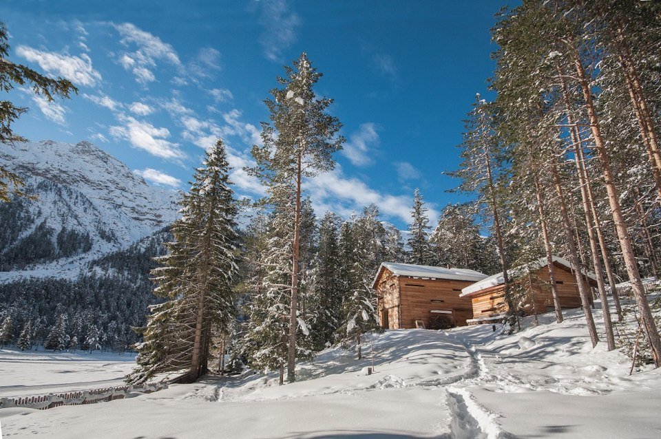 Refugio alpino hecho en madera con un toque moderno 1