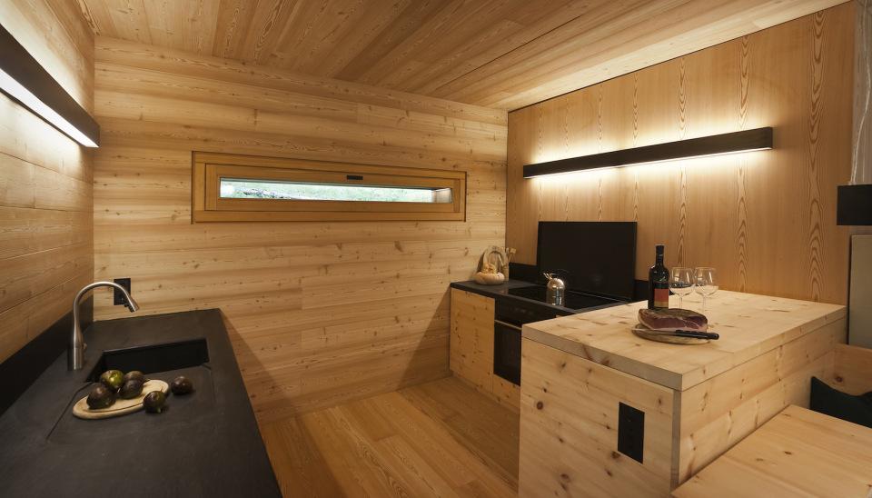 Refugio alpino hecho en madera con un toque moderno 10